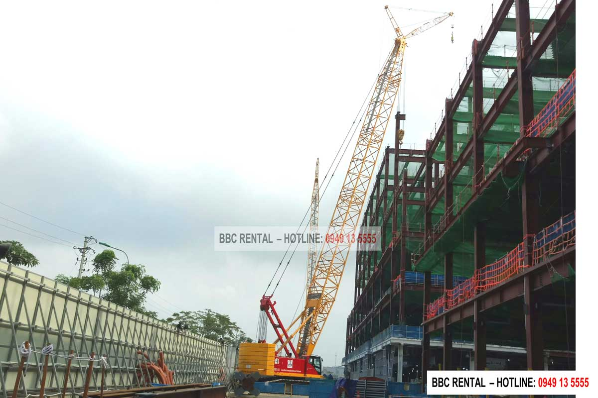Cho thuê cẩu xích 150 tấn Hitachi Sumitomo SCX1500A-3 tại Nhà máy V3 Samsung Bắc Ninh